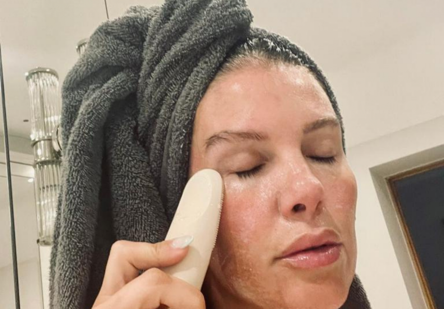 Becky Vardy using Skinego product